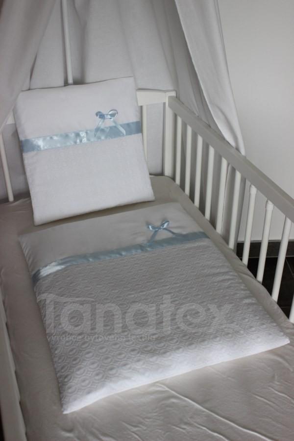 Povlečení do kolébky Štykovaná bílá bavlna s modrou stuhou